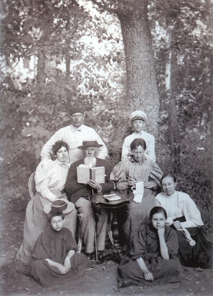 А Поэт А.М. Жемчужников с М.А. Боратынским и его семьёй.jpg
