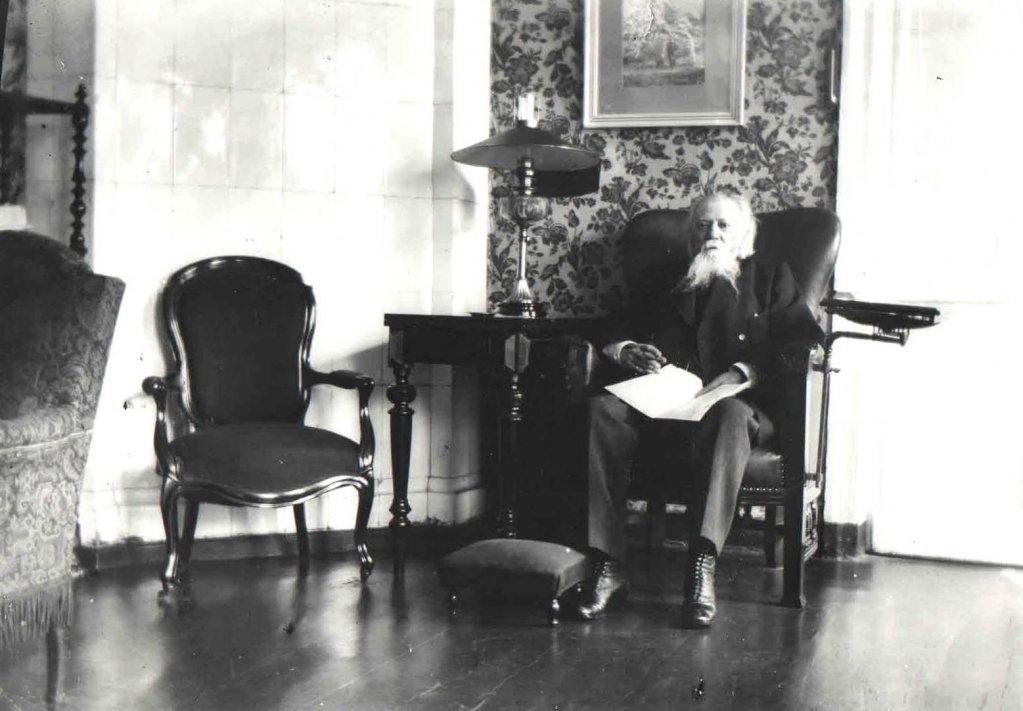 А Поэт А.М. Жемчужников в Тамбове. Фото М.А. Боратынского.jpg